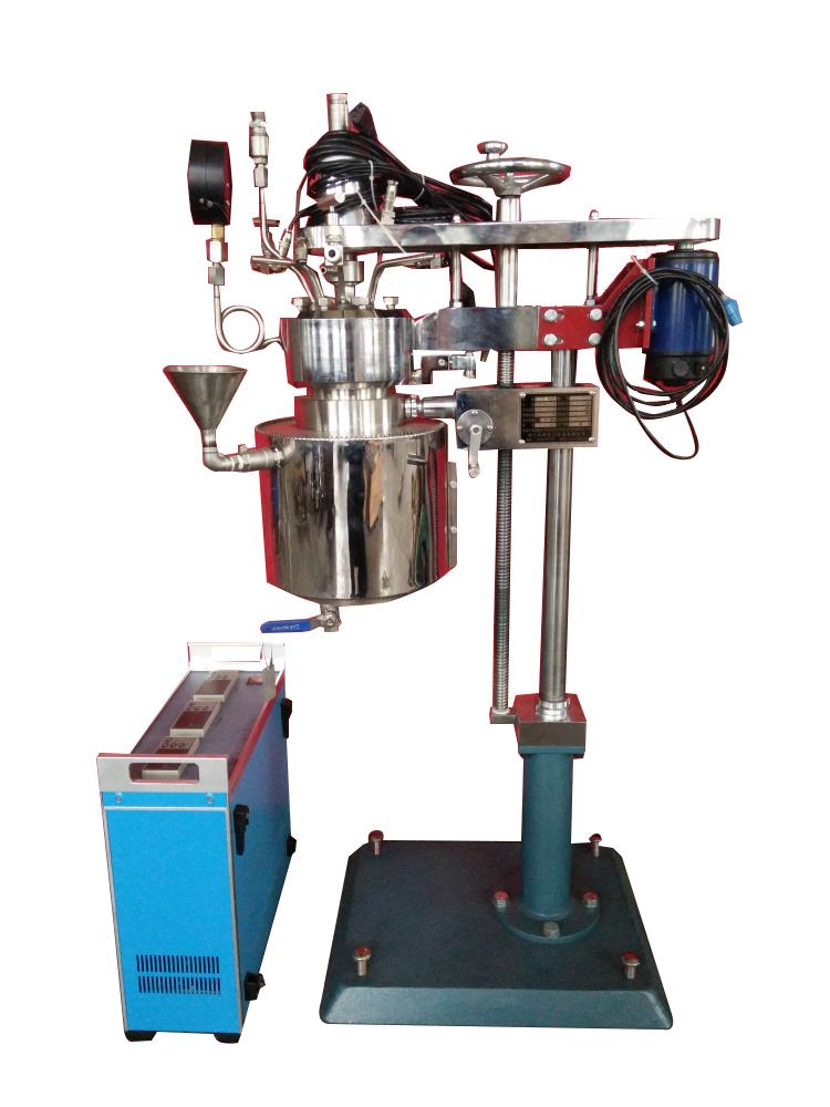 KCFD低压系列--快开卡环结构-釜体下落、电加热管加热、翻转出料侧面照片