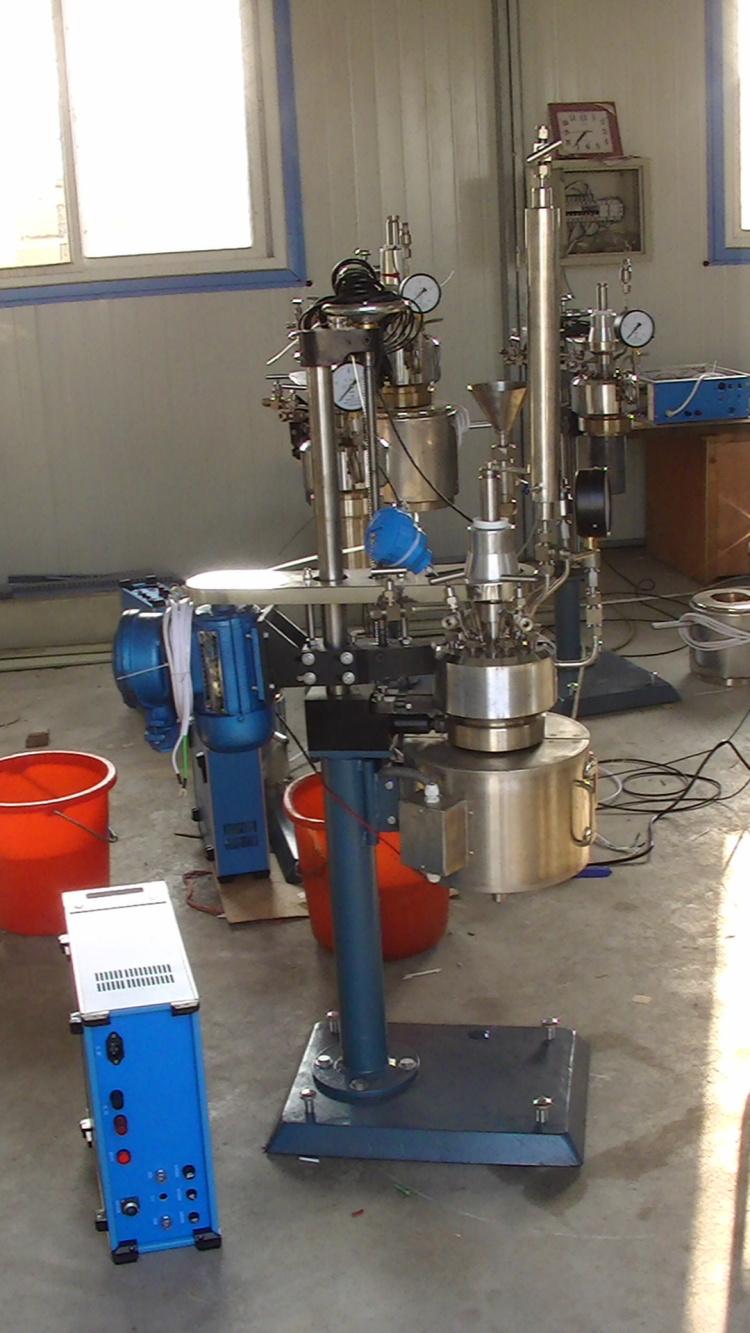 KCF系列--釜体可翻转出料、开启式加热炉侧面照片