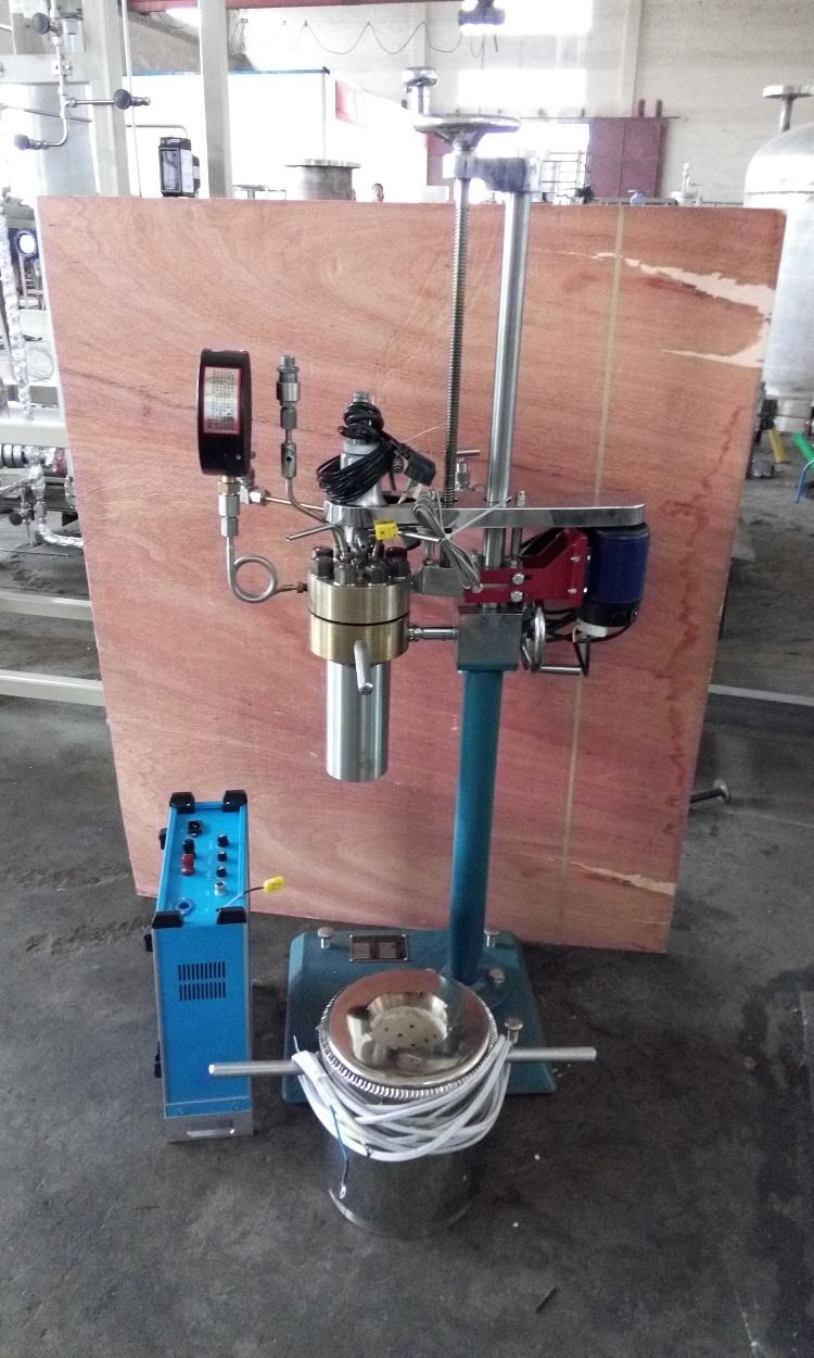 KCF系列--釜体可翻转出料、可拆卸式电加热侧面照片
